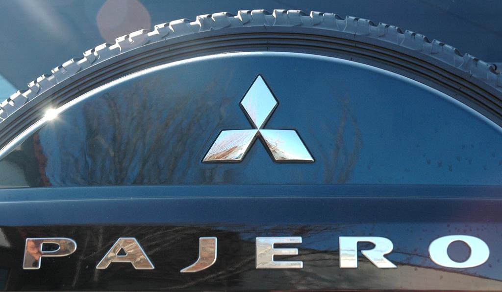 Mitsubishis aktualisierter Pajero: Schriftzug auf Reserverad am Heck.