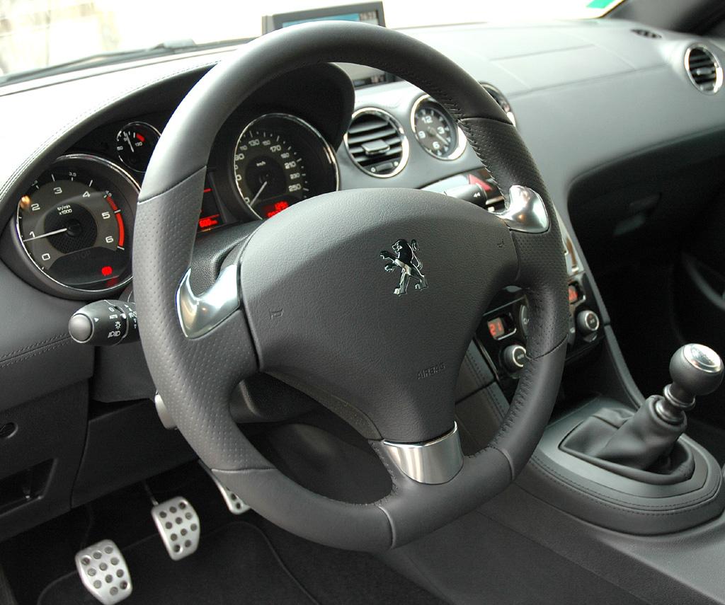Peugeots neues RCZ-Sportcoupé: Blick ins Cockpit.