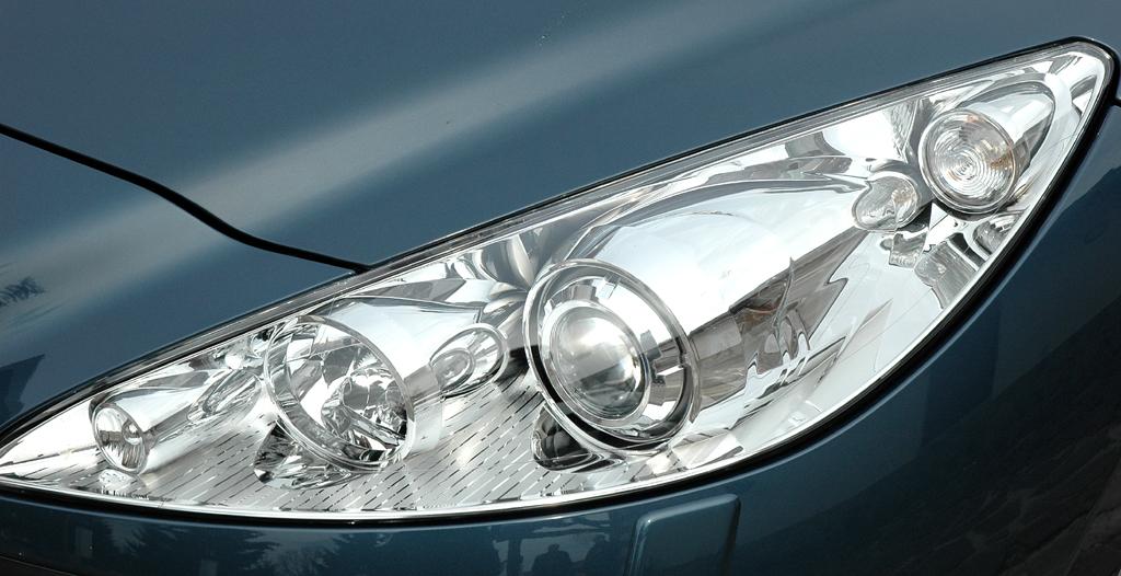Peugeots neues RCZ-Sportcoupé: Leuchteinheit vorn.