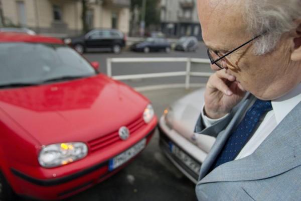 Ratgeber: Ältere Autofahrer sicher unterwegs