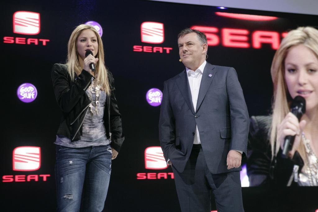 Shakira und Seat-Chef James Muir.