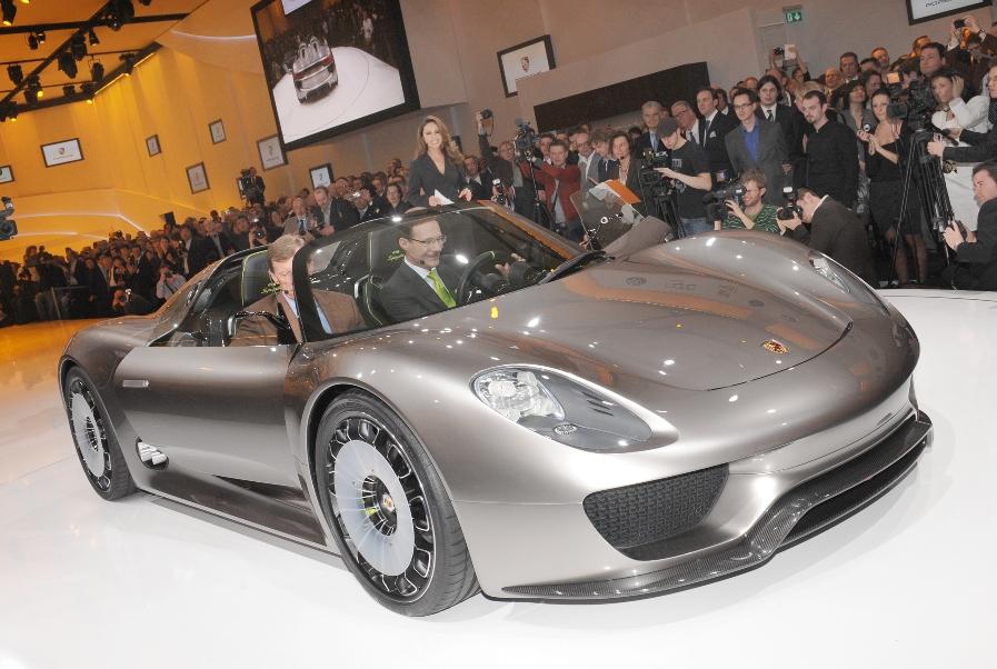 Vorstellung des Porsche Spyder 918 am Vorabend des Genfer Automobilsalons.