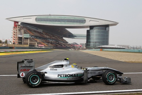 1. Freies Training: Button mit Bestzeit vor Rosberg