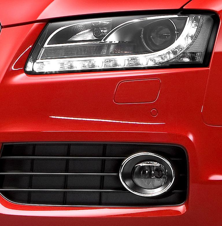 Audi A5 Sportback: Vordere Leuchteinheit mit unterem Stoßfänger-Teil.