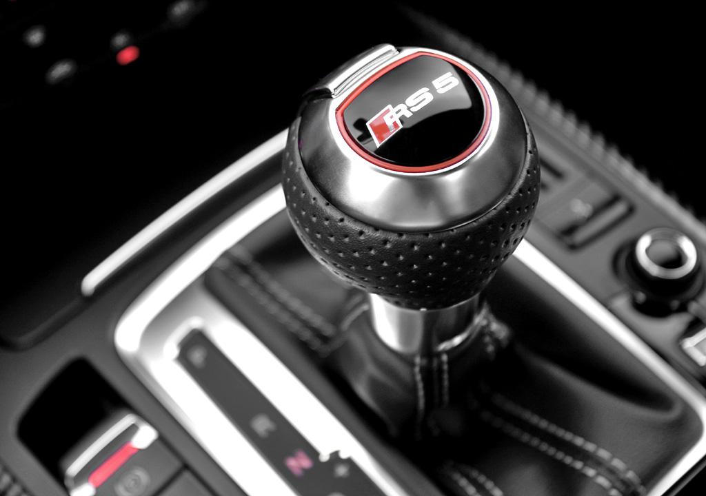 Audi RS5: Blick auf den Wählhebel der Siebengang-S-Tronic.