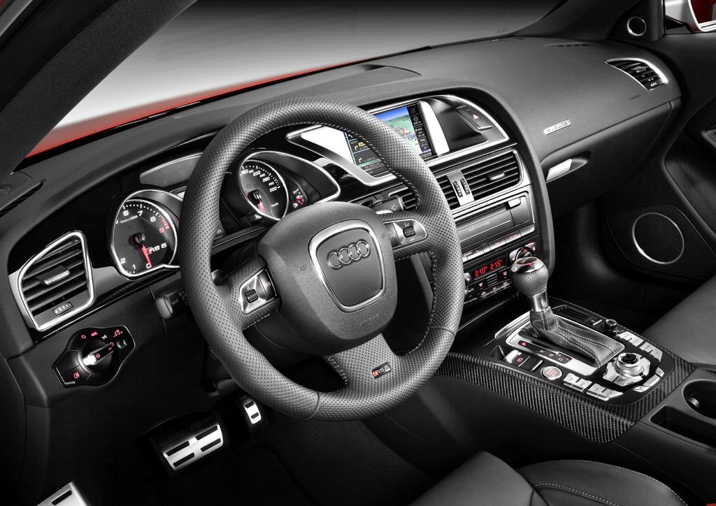 Audi RS5: Im Cockpit geht es gewohnt Audi-typisch sportlich-funktionell zu.
