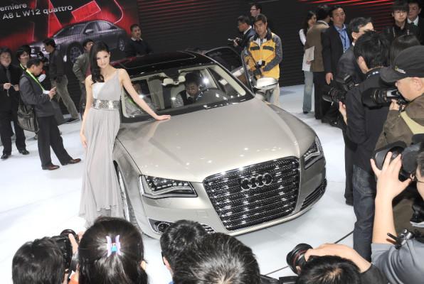 Auto China 2010: Audis Krone auch für China? – Kein Mangel an Millionären!