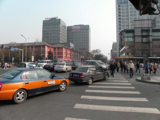 Auto China 2010: Ein der harmloseren Kreuzungsszenen an einer weniger wichtigen Pekinger Straße.