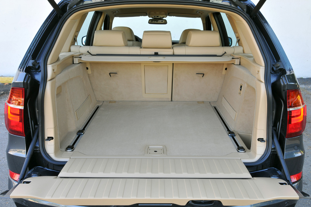 BMW X5: Blick in den 260 bis 1750 Liter fassenden Kofferraum.