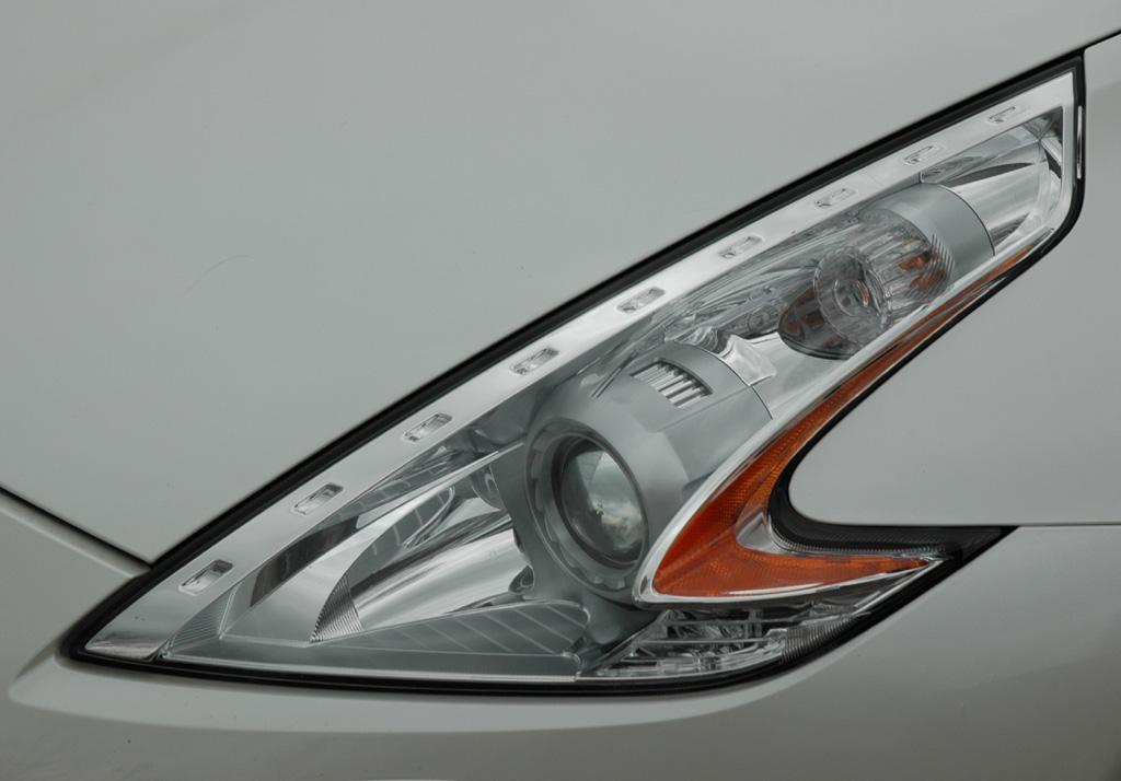 Blick auf vordere Leuchteinheit beim 370Z-Roadster.
