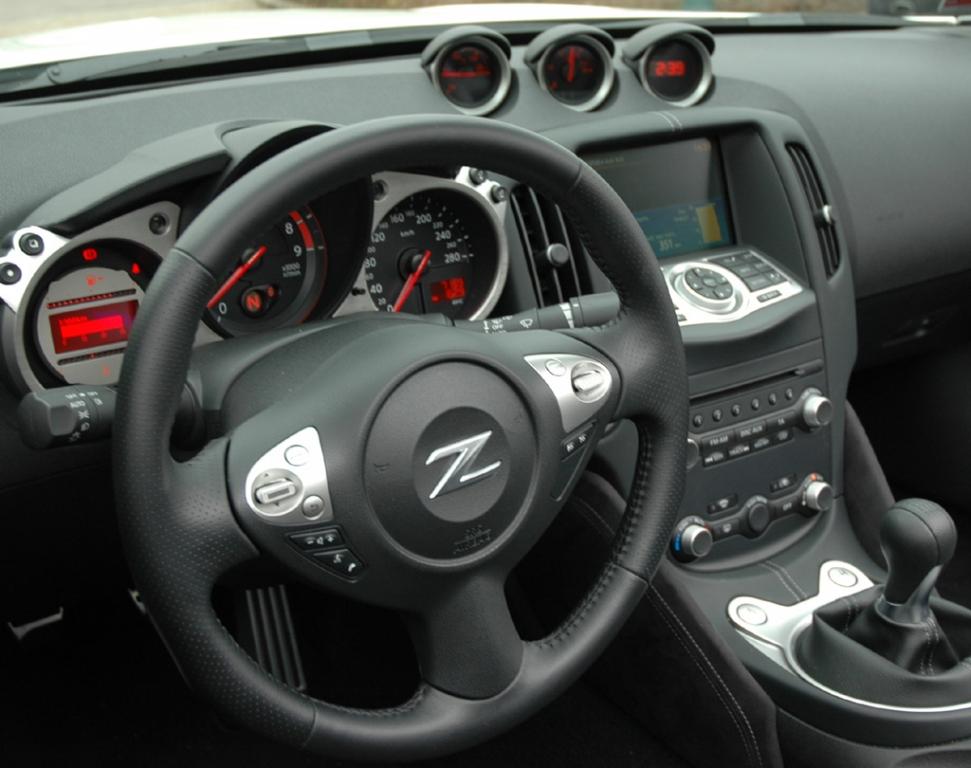 Blick ins Cockpit der offenen 370Z-Variante.