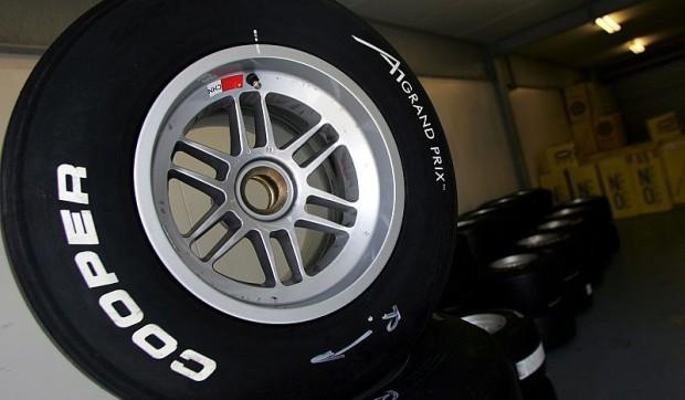 Cooper Avon könnte 2011 die Reifen liefern: Ecclestones Alternative zu Michelin