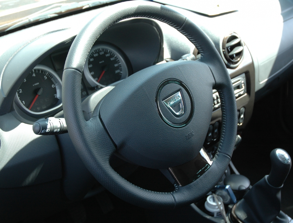 Dacia Duster: Blick ins einfache gestaltete, aber übersichtliche Cockpit.