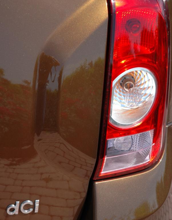 Dacia Duster: Leuchteinheit hinten mit dCi-Turbodiesel-Schriftzug.