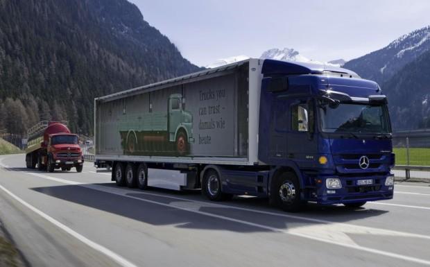 Daimler schickte modernen Actros und alten LP auf Vergleichsfahrt