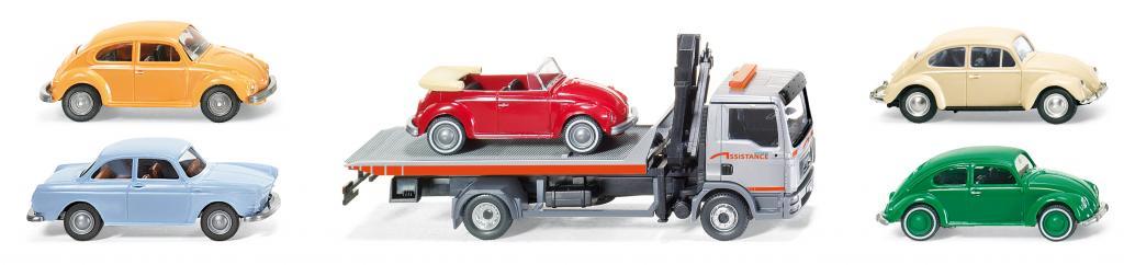 Der MAN TGL von Wiking kommt als Abschleppwagen mit verschiedenen Oldtimern zur Auslieferung.
