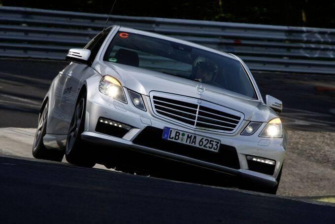 Der SLS AMG und der E 63 AMG kommen immer dann zum Einsatz, wenn die AMG Driving Academy sämtliche Teilnehmer-Fahrzeuge bereitstellt.