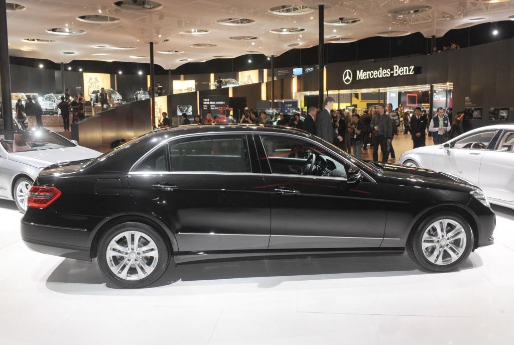 Die Langversion der neuen E-Klasse bietet 14 Zentimeter mehr Beinfreiheit im Fond und wurde von Mercedes-Benz speziell für den bedeutenden chinesischen Chauffeurslimousinen-Markt entwickelt.