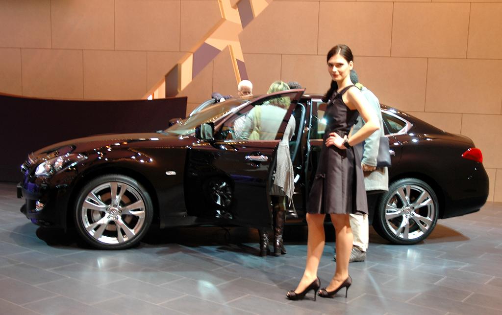 Die Nissan-Nobeltochter Infiniti darf im Rahmen der neuen Kooperation in Zukunft auf größere und sauberer Mercedes-Motoren zurückgreifen.
