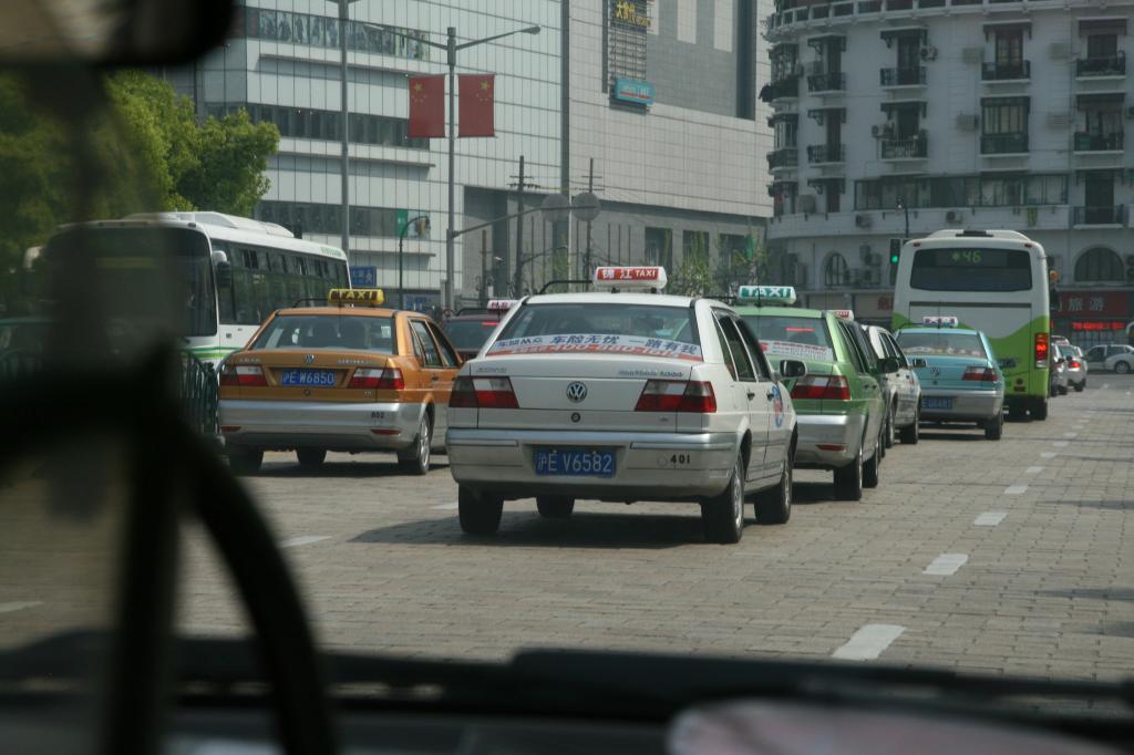 Die Vorbereitungen zurf Expo 2010 in Shanghai laufen: Der VW Touran soll den Santana als Taxi im Stadtbild ablösen.