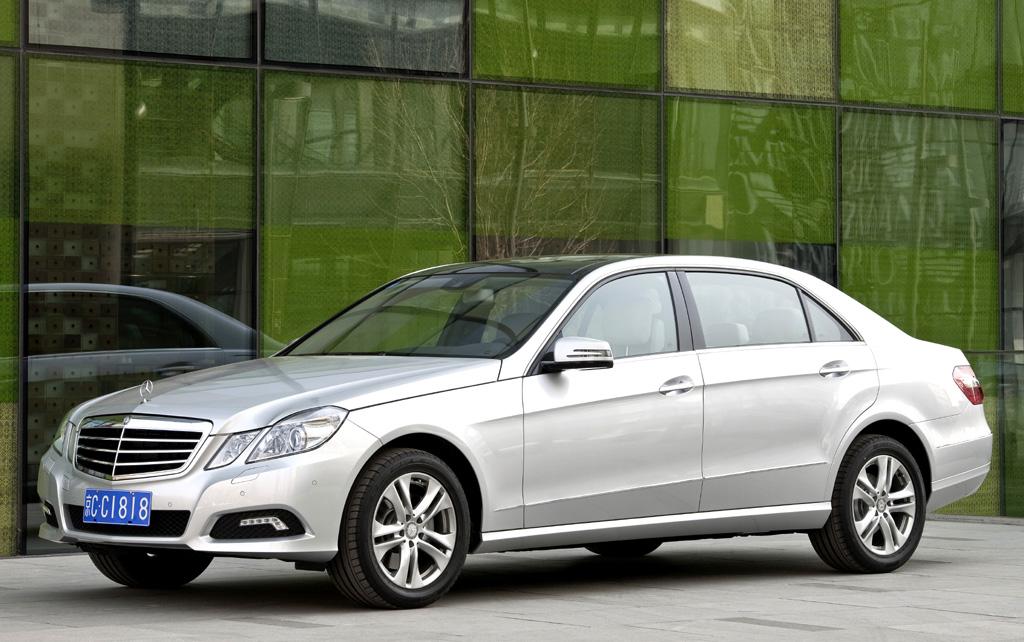 E-Klasse streckt sich für Chinesen: In Peking stellt Mercedes Langversion vor