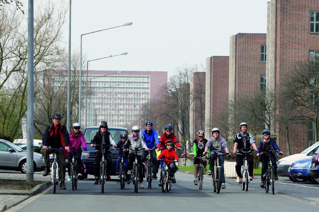 Jugendliche werben für Elektromobilität