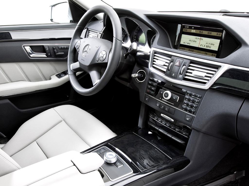 Mercedes E-Klasse lang: Blick ins Cockpit.