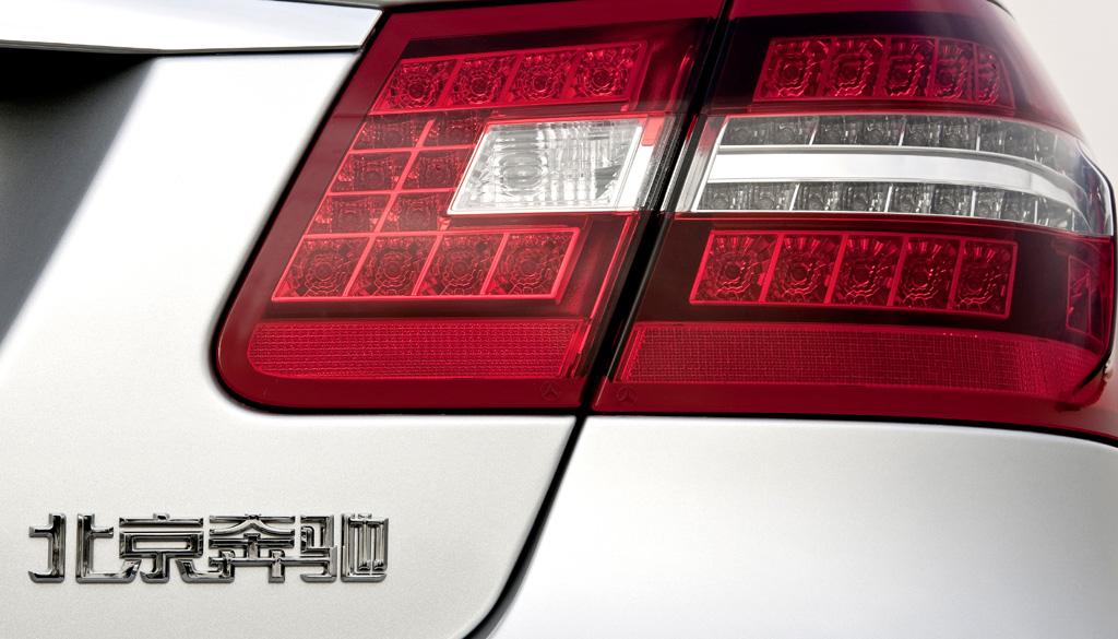Mercedes E-Klasse lang: Leuchteinheit hinten mit Schriftzug.