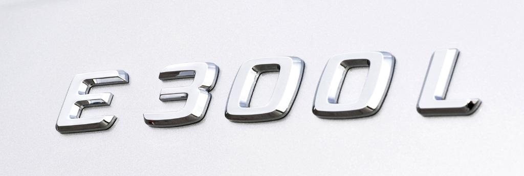 Mercedes E-Klasse lang: Schriftzug auf dem Kofferraum-Deckel.