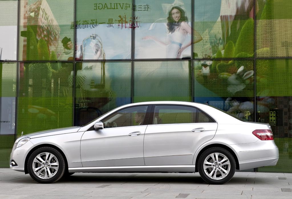 Mercedes E-Klasse lang: Seitenansicht.