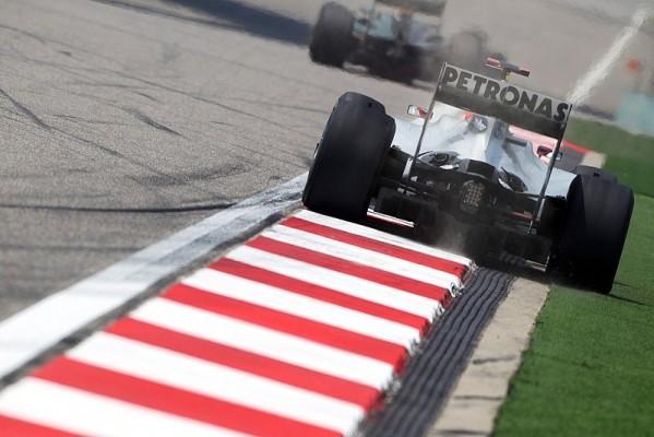 Mercedes mit weiterer Analyse des Heckflügels: Alonso stieg auf Siegmotor von Bahrain um