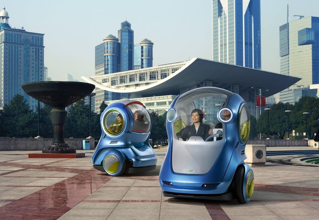 Mit seinem Konzept EN-V demonstriert GM seine Vorstellung künftiger urbaner Mobilität. Hier wird das E-Konzept mit modernster Kommunikationstechnik kombiniert.