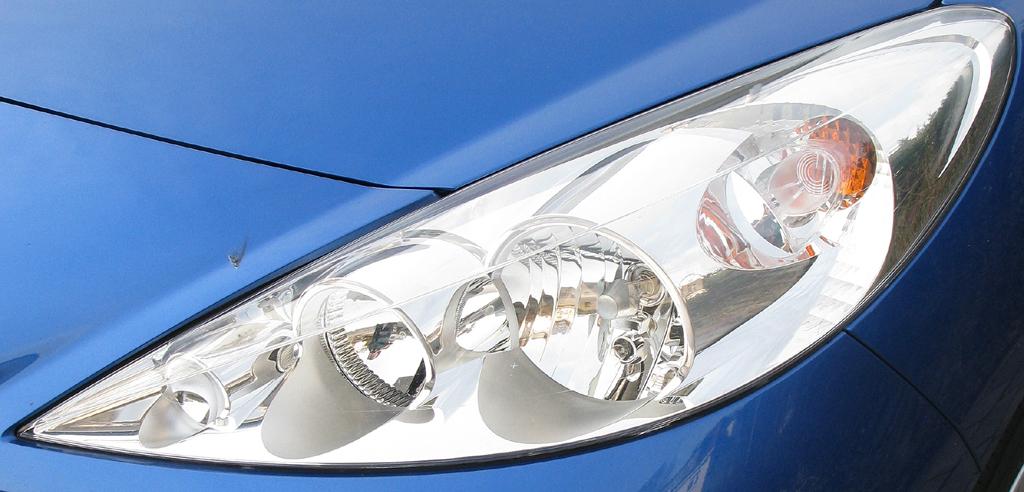 Peugeot 206+: Vordere Leuchteinheit.