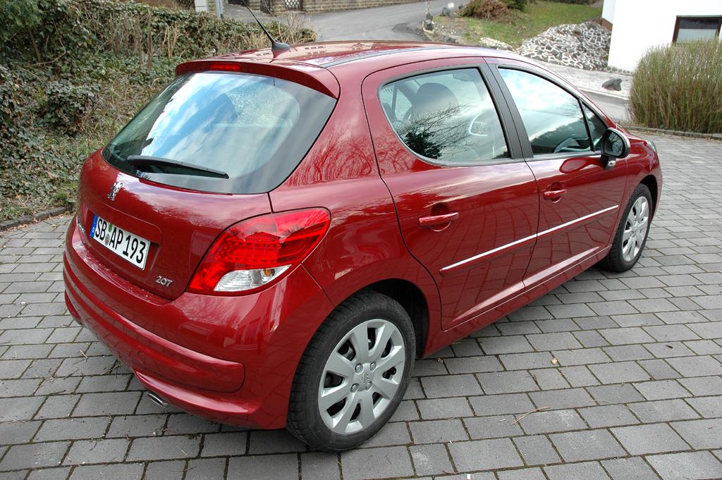 Peugeot 207: Heck-/Seitenansicht.
