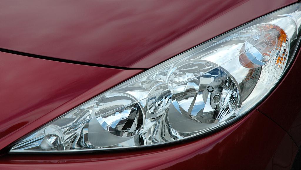 Peugeot 207: Leuchteinheit vorn.