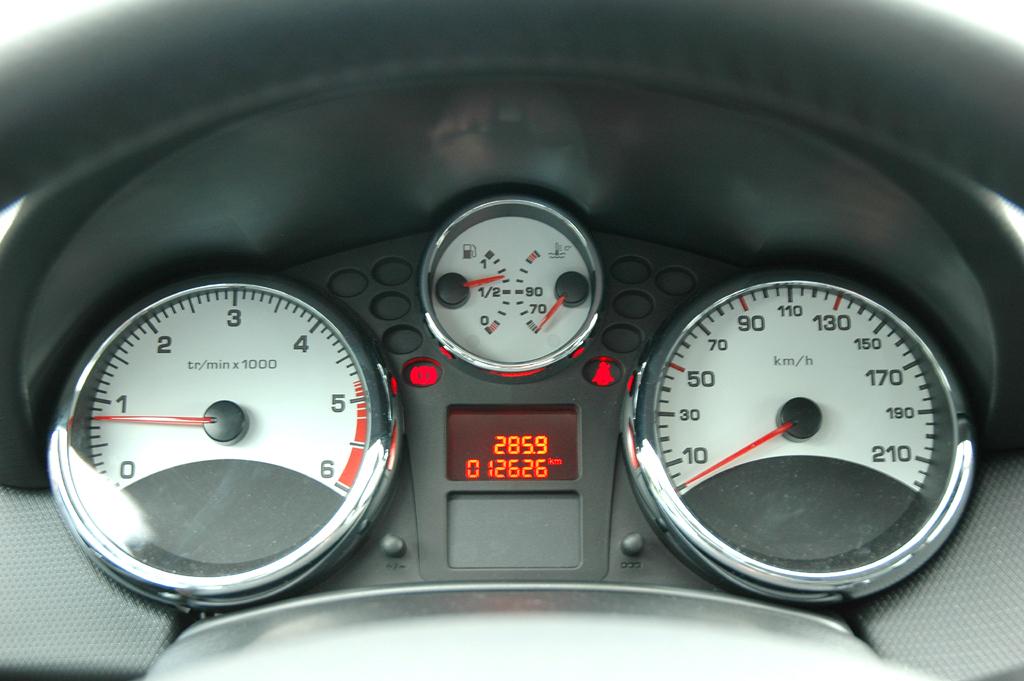 Peugeot 207: Sportliche Rundinstrumente.