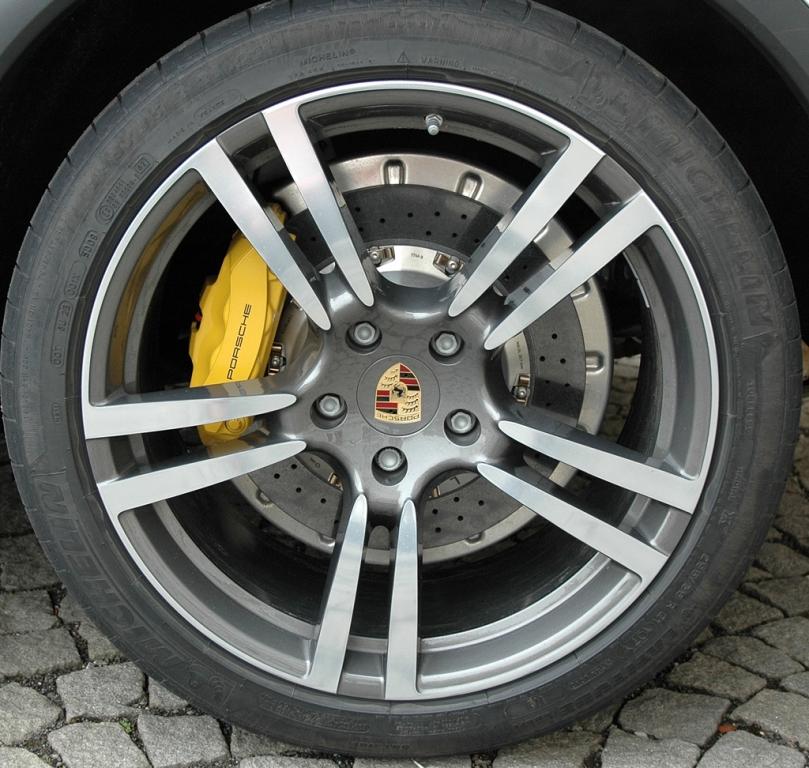 Porsche Cayenne: Blick auf Cayenne-Rad.