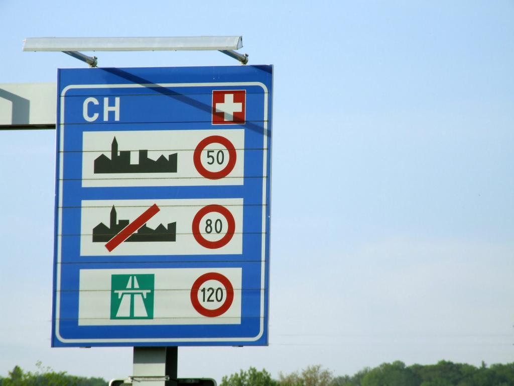 Ratgeber Urlaub: Verkehrsregeln im Ausland
