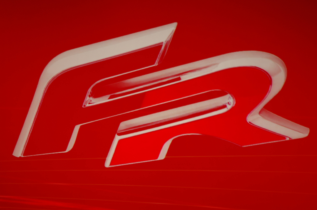 Seat-Zeichen für Sportlichkeit I: F(ormula)R(acing).