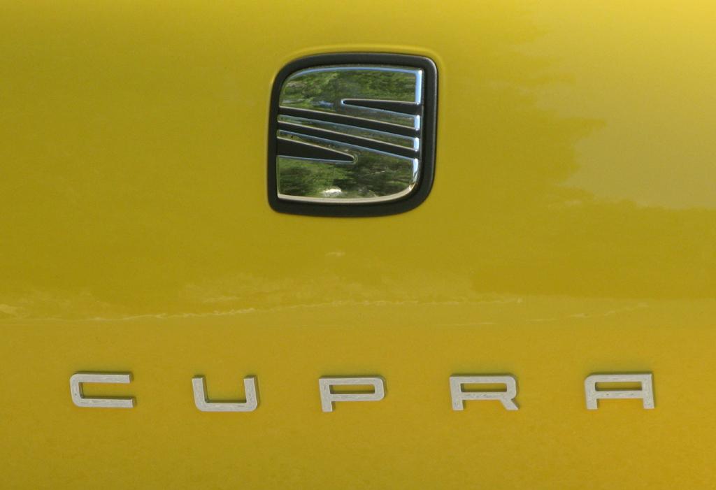 Seat-Zeichen für Sportlichkeit II: Cupra.