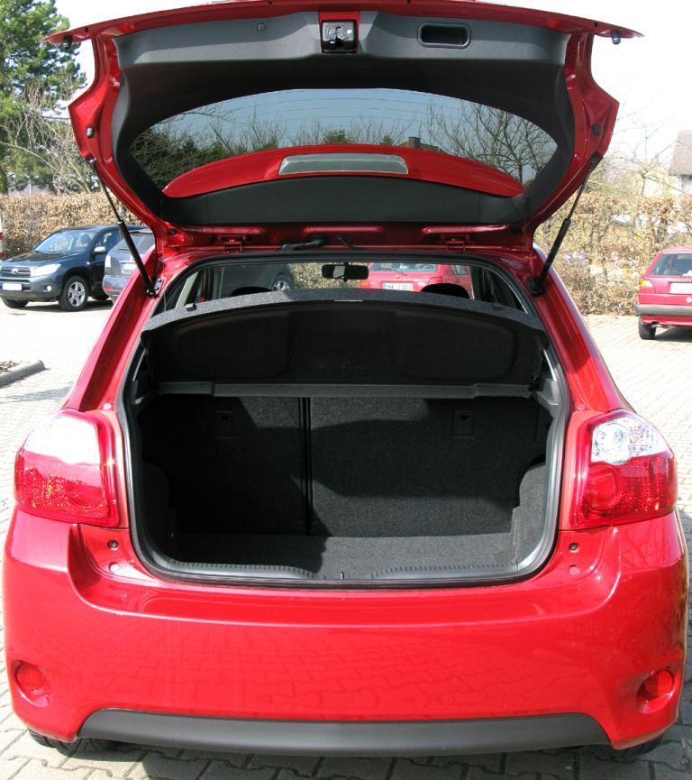 Toyota Auris: Bei geöffneter Kofferraum-Klappe.