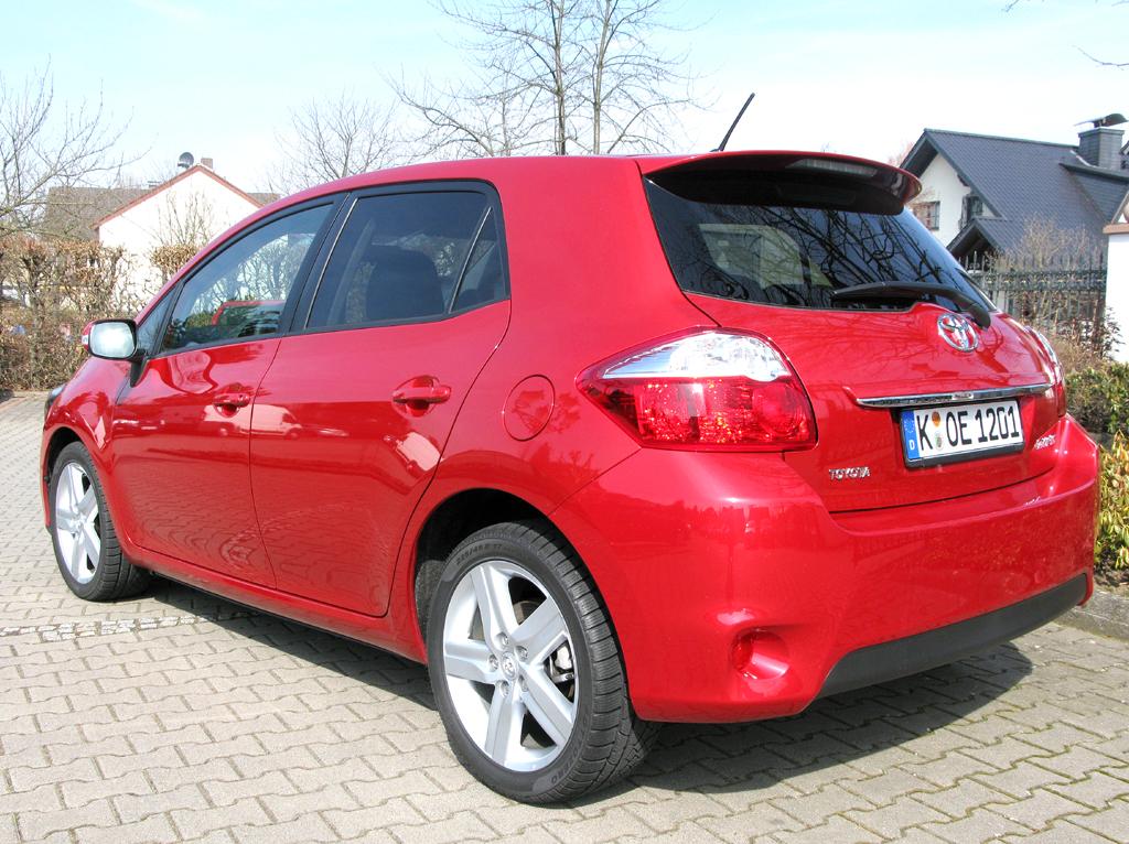 Toyota Auris: Heck-/Seitenansicht.