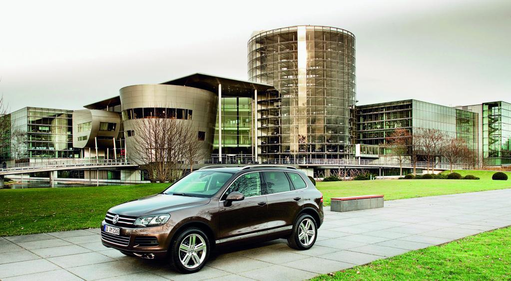 Volkswagen Touareg wird auch in der Gläsernen Manufaktur übergeben