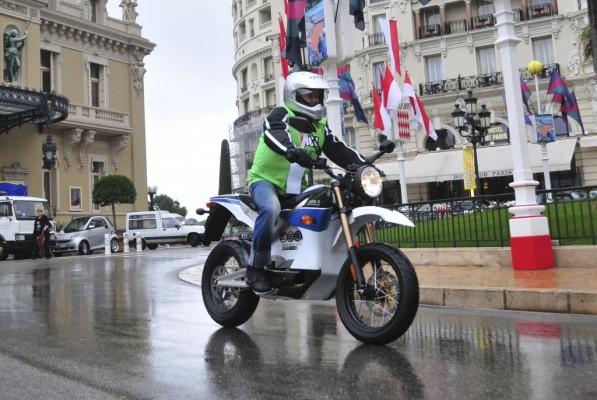Zero S gewinnt Rennen für Elektromotorräder