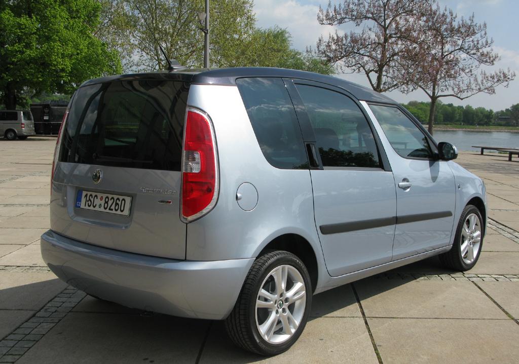 Škoda Roomster: Heck-/Seitenansicht.