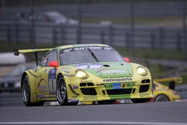 24-Stunden-Rennen Nürburgring 2010: Vier Porsche unter den schnellsten Zehn