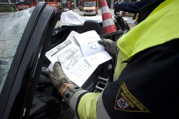 ADAC fordert Rettungskarten für alle Neufahrzeuge