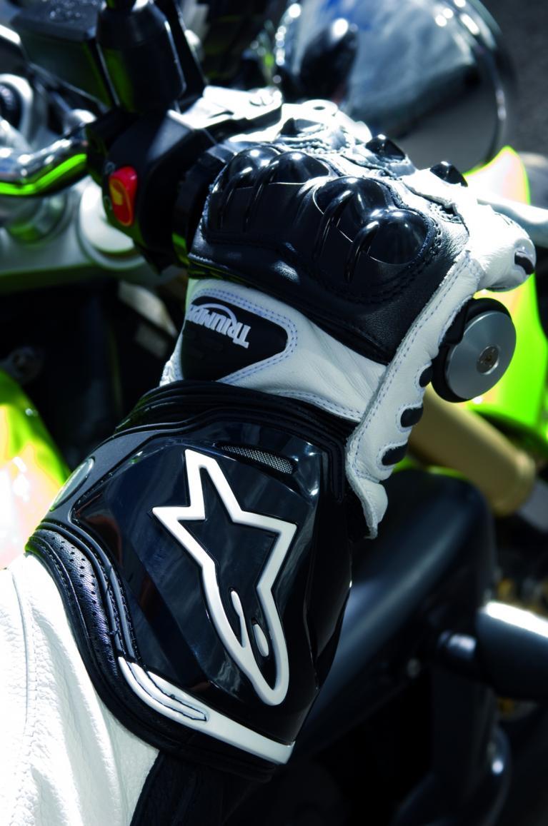 AS1-Handschuhe von Triumph.