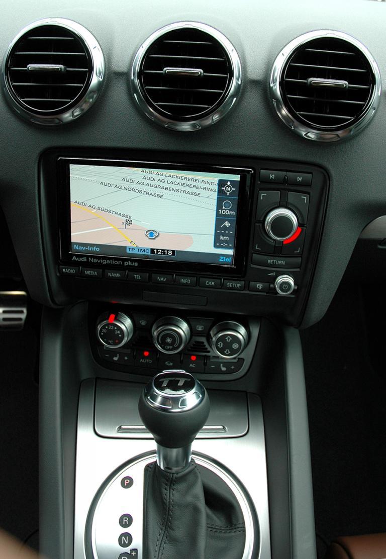 Audi TT: Blick auf den mittleren Armaturenträger.