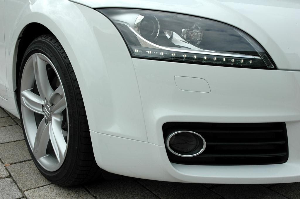 Audi TT: Blick auf vordere Leuchteinheit.